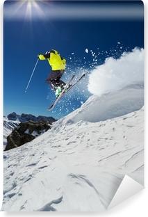 Vinyl-Fototapete Alpine Skifahrer springt von Hügel