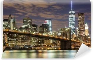 Vinyl-Fototapete Brooklyn Bridge und Downtown Wolkenkratzer in New York in der Abenddämmerung