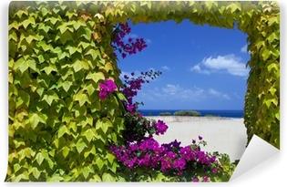 Vinyl-Fototapete Fenster mit natürlichen Blumen von Petunien.