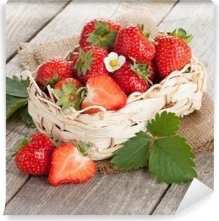 Vinyl-Fototapete Frische Erdbeeren im Korb