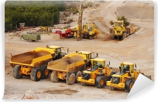 Vinyl-Fototapete Große LKW-Lastwagen und Traktoren in einem Steinbruch