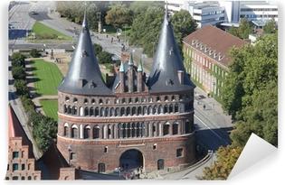 Vinyl-Fototapete Hostentor zu Lübeck aus der Vogelperspektive