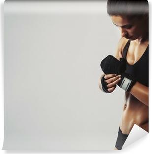 Vinyl-Fototapete Junge Frau, die immer bereit für Training