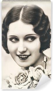 Vinyl-Fototapete Junge Frau mit Rosenblüten, ca.. 1920 Paris