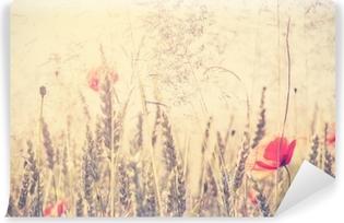 Vinyl-Fototapete Retro- Weinlese filterte wilde Wiese mit Mohnblumenblumen bei Sonnenaufgang
