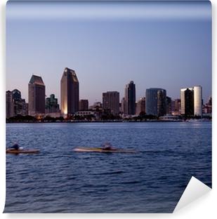 Vinyl-Fototapete Skyline von San Diego an klaren Abend mit Kajaks