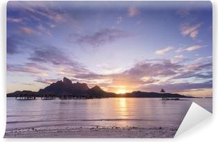 Vinyl-Fototapete Sonnenuntergang über Bora Bora