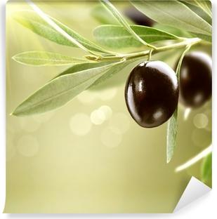 Vinyl-Fototapete Wachsende Oliven. Schwarz Reife Olive auf einem Baum