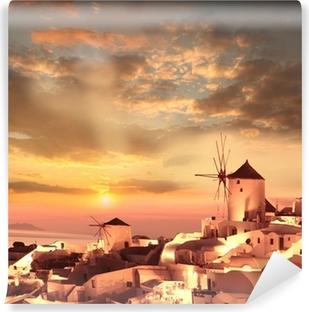 Vinyl-Fototapete Windmühlen in Santorini gegen Sonnenuntergang, Griechenland