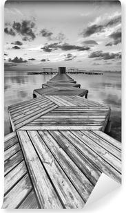 Vinyl-Fototapete Zig Zag Dock in schwarz und weiß