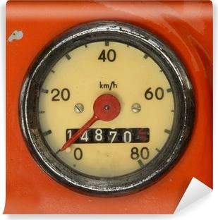 Fototapet av Vinyl En tappning Hastighetsmätare på en röd sparkcykel