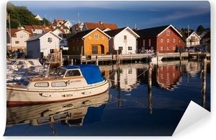 d2567431 Rødt hus ved havet kysten i kedelige farver i efteråret Fototapet • Pixers®  - Vi lever for forandringer