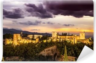 Fototapet av Vinyl Gamla arabiska fästningen Alhambra på natten. Granada, Spanien.