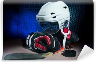 Fototapet av Vinyl Hockey handskar, hjälm och piska låg på is.
