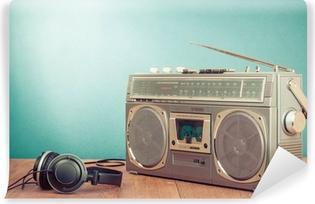 Fototapet av Vinyl Retro kassett bergsprängare och hörlurar framför mintgrön 6bfadc33aa6a9