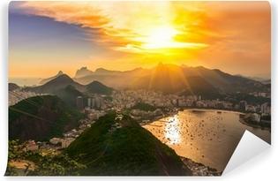 Fototapet av Vinyl Solnedgång utsikt över Corcovado och Botafogo i Rio de Janeiro. Brasilien