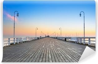 Solopgang ved træpier i Sopot over Østersøen, Polen Vinyl fototapet