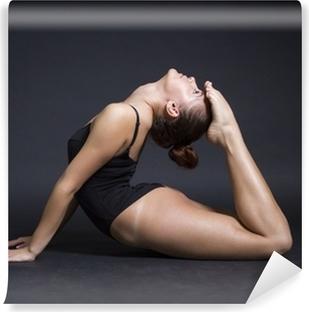 Fototapet av Vinyl Ung vacker kvinna gymnast