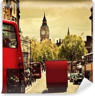 Fototapet av Vinyl Upptagen gata i London, England, Storbritannien. Röda bussar, Big Ben