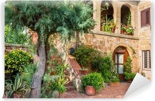 Fototapet av Vinyl Vacker veranda i en liten stad i Toscana