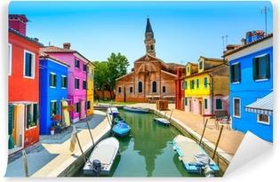 Fototapet av Vinyl Venedig landmärke, Burano kanal, hus, kyrka och båtar, Italien