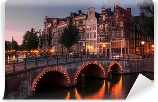 Fototapeta winylowa Amsterdam kanał o zmierzchu, Holandia