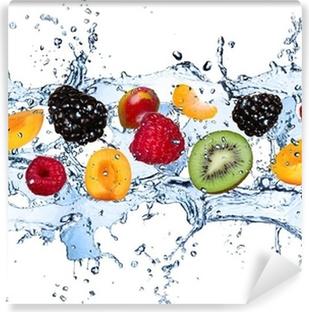 Vinylová Fototapeta Čerstvé ovoce v stříkající vodě, izolovaných na bílém pozadí