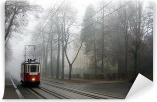 Vinylová Fototapeta Historická tramvaj v mlze