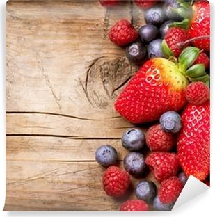 Vinylová Fototapeta Jahody na dřevěném pozadí. Organické Berry přes dřevo