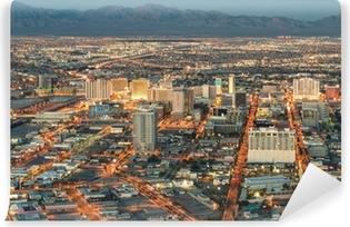 Fototapeta winylowa Las Vegas Downtown - Widok z lotu ptaka budynków generycznych przed słońcem