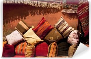 Fototapeta winylowa Marokańska poduszki w sklepie ulicy w Medina Souk