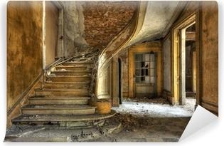 Vinylová Fototapeta Masivní kamenné schodiště v opuštěné továrně