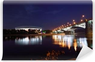 Fototapeta winylowa Most Poniatowskiego i Stadion Narodowy w Warszawie w nocy.