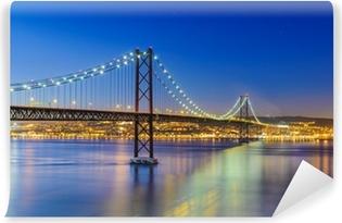 Vinylová Fototapeta Noční pohled na Lisabon a 25 de Abril Bridge, Portugalsko