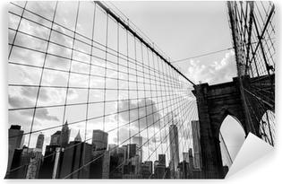 Fototapeta winylowa Nowy Jork, Brooklyn Bridge Skyline czerni i bieli