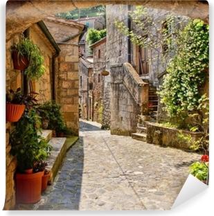 Vinylová Fototapeta Obloukové uličce v toskánské vesnici, Itálie