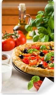 Fototapeta winylowa Pizza na drewnianym stole