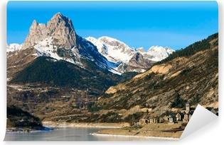 Fototapeta samoprzylepna Lanuza, Valle de Tena, Huesca (Hiszpania)