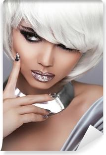Fototapeta samoprzylepna Moda Dziewczyna Blond. Uroda portret kobiety. Białe krótkie włosy. Seks