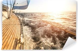 Fototapeta samoprzylepna Żeglarstwo na wschód słońca. Luksusowy jacht.