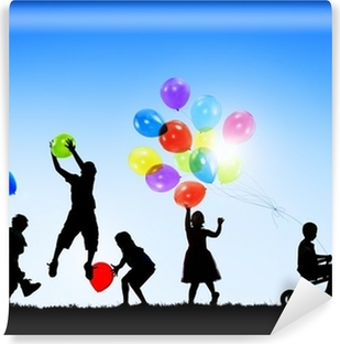 Vinylová Fototapeta Siluety Veselá děti hrají venku Balóny