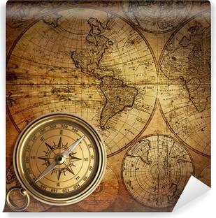 Fototapeta winylowa Stary kompas na mapie rocznika 1746