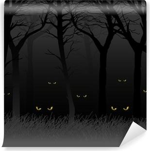 Fototapeta winylowa Straszny oczy patrząc i czyhających z ciemnym lesie