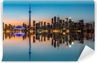 Vinylová Fototapeta Toronto panorama za soumraku odráží v Inner Harbour Bay