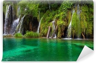 Vinylová Fototapeta Vodopád a jezero na Plitvická jezera, Chorvatsko.