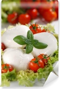 Fototapeta winylowa Włoski buffalo mozzarella z pomidorami cherry