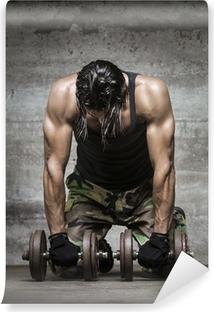 Fototapeta winylowa Zmęczony sportowiec mięśni