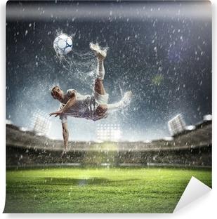 Fototapeta zmywalna Piłkarz uderzając piłkę
