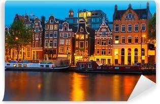 Fototapeta zmywalna Wgląd nocy miasto Amsterdam kanał z domów Holenderski