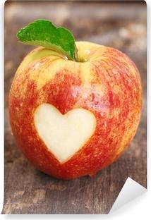 Vinylová Fototapeta Zralé červené jablko s tvaru srdce